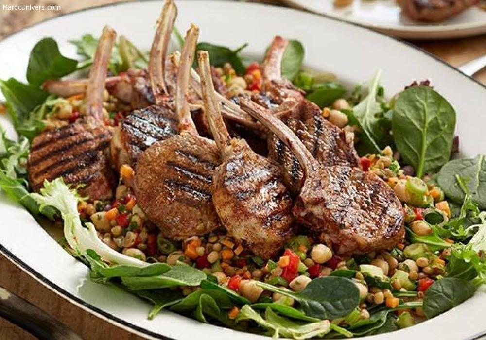 Côtelettes d'agneau aux épices et couscous aux légumes